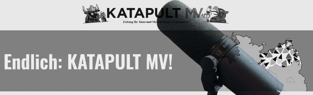 Collage Internetseite Katapult und ein Mikrofon